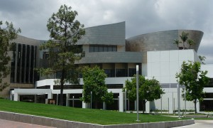 800px-Cerritos_Library_as_seen_from_the_Cerritos_Veterans_Memorial